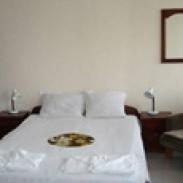 Хотелски самостоятелни стаи Лазур  Равда